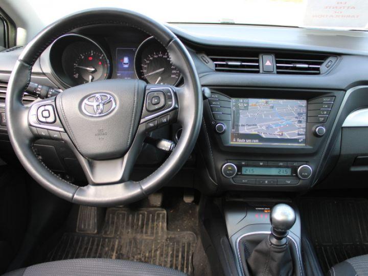 Toyota Avensis 112 D-4D Executive Blanc - 10