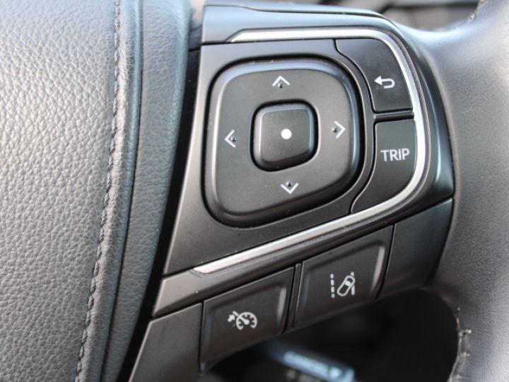 Toyota Avensis 112 D-4D Executive Blanc - 15