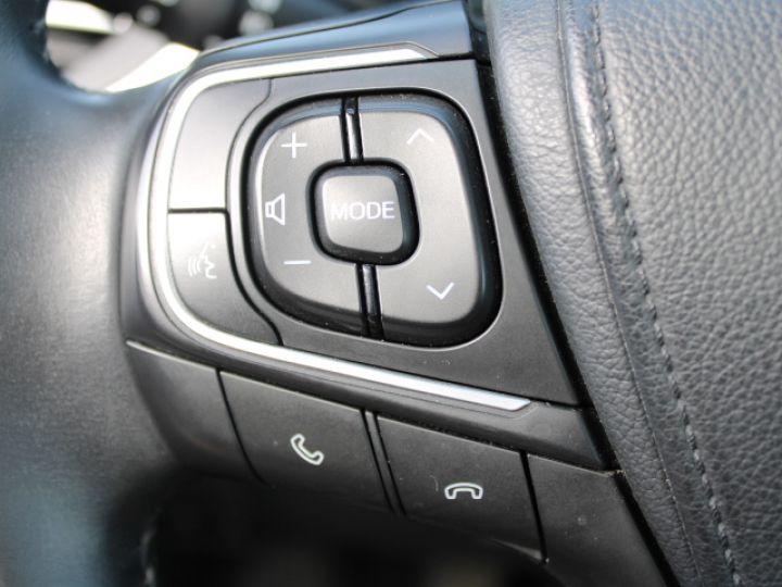 Toyota Avensis 112 D-4D Executive Blanc - 16