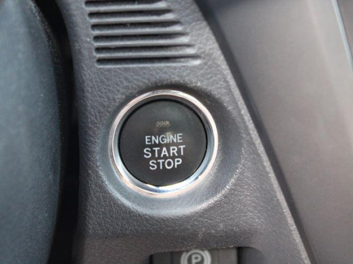 Toyota Avensis 112 D-4D Executive Blanc - 17