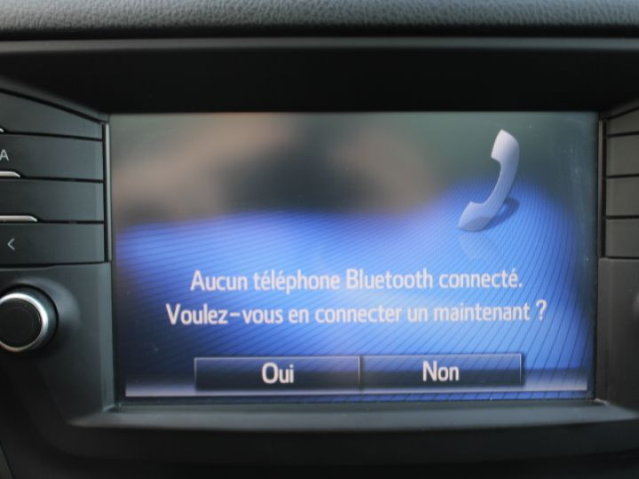 Toyota Avensis 112 D-4D Executive Blanc - 21