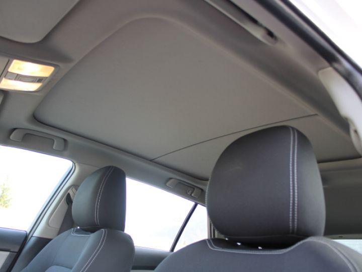 Toyota Avensis 112 D-4D Executive Blanc - 23