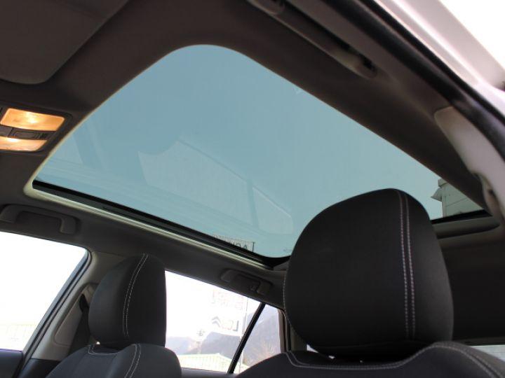 Toyota Avensis 112 D-4D Executive Blanc - 24