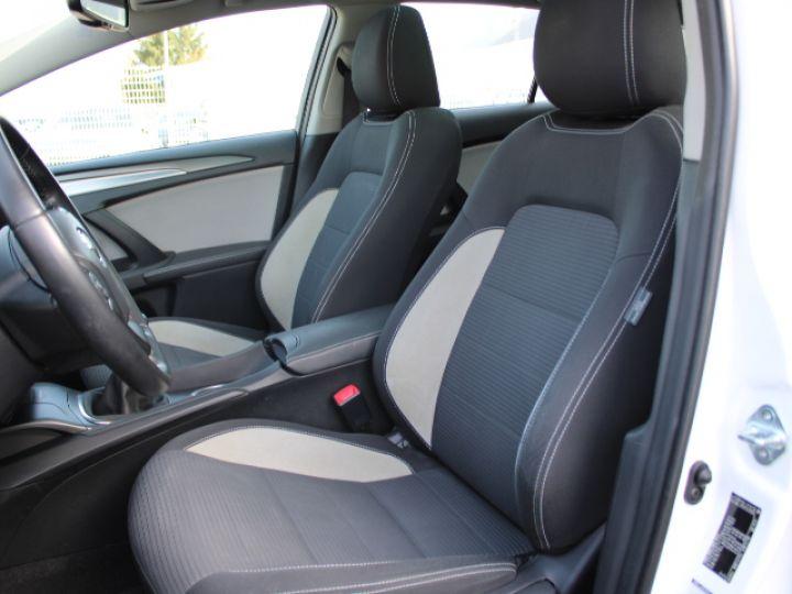 Toyota Avensis 112 D-4D Executive Blanc - 26