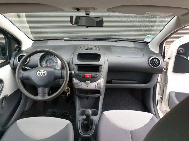 Toyota Aygo 2 1.0 68 i 3 portes bv5. Blanc Occasion - 5