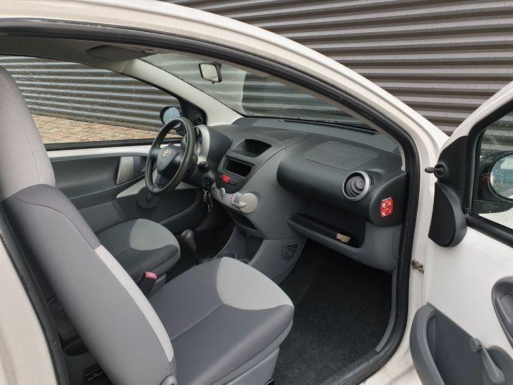 Toyota Aygo 2 1.0 68 i 3 portes bv5. Blanc Occasion - 7