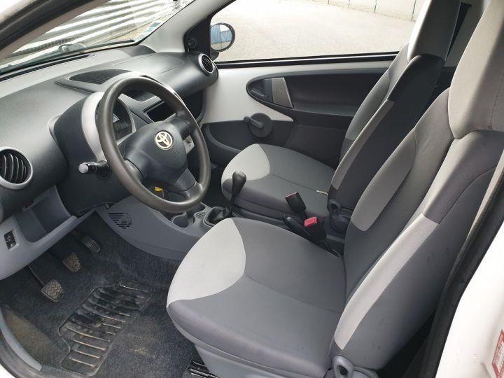 Toyota Aygo 2 1.0 68 i 3 portes bv5. Blanc Occasion - 8