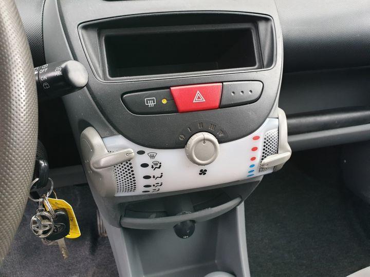 Toyota Aygo 2 1.0 68 i 3 portes bv5. Blanc Occasion - 11