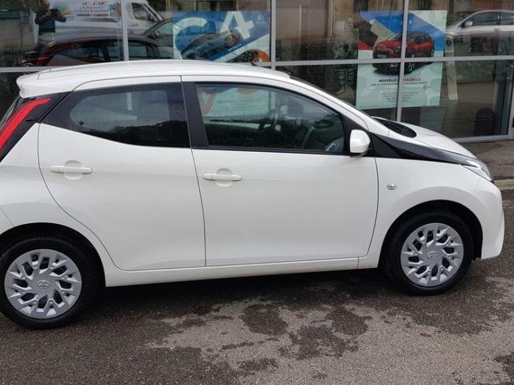 Toyota Aygo (2) 1.0 VVT-i x-play Blanc - 1