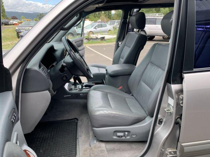 Toyota LAND CRUISER 100 SW 4.2 L TD VXE 204 CV Boite Auto Gris clair - 8