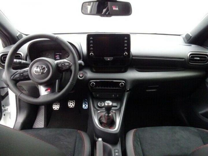 Toyota Yaris GR 1.6l 261 cv 4x4 PACK TRACK blanc - 10