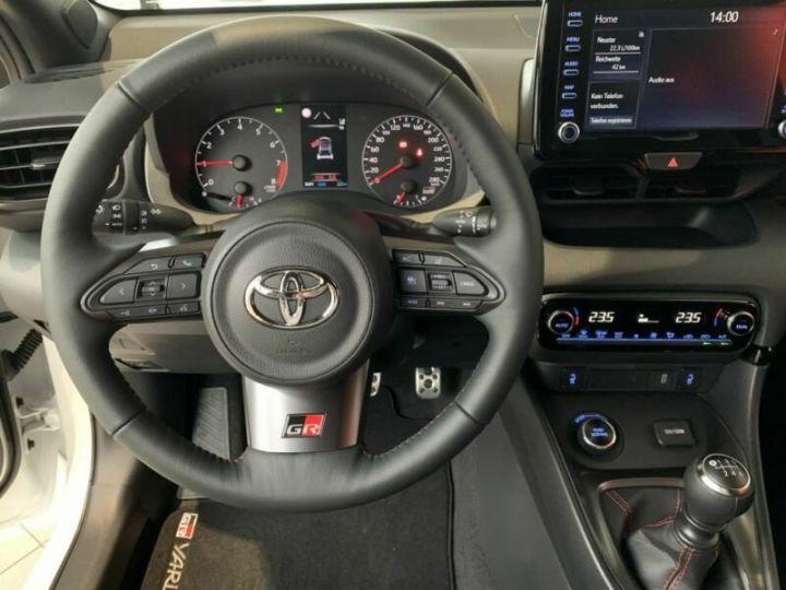 Toyota Yaris GR 1.6l 261 cv 4x4 PACK TRACK blanc - 16