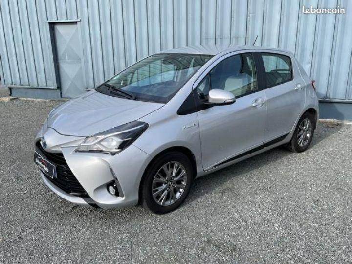 Toyota Yaris hybrid 100h dynamic business Gris - 1