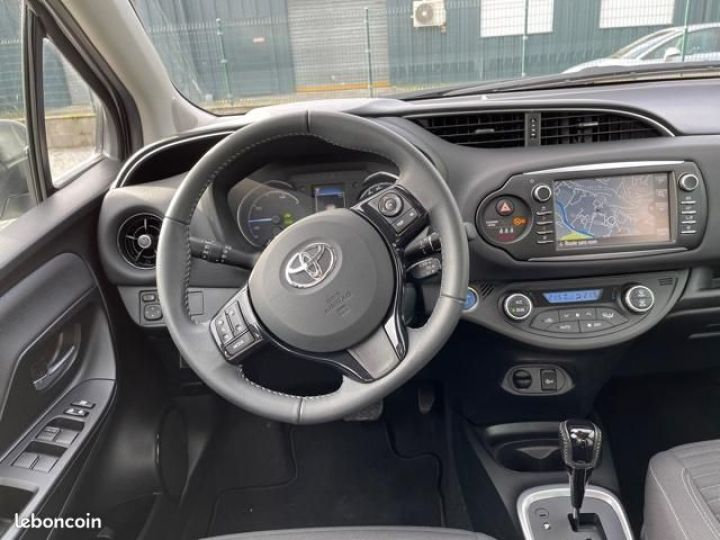 Toyota Yaris hybrid 100h dynamic business Gris - 3