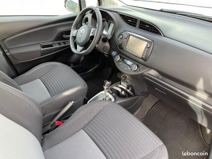 Toyota Yaris hybrid 100h dynamic business Gris - 4