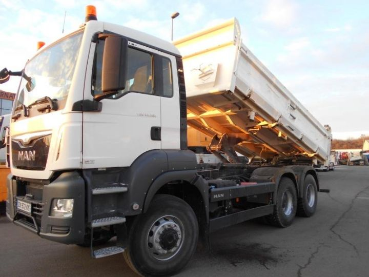 Trucks Man TGS 2/3 way tipper body 33.360  - 10