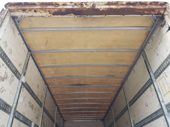 Trucks Renault Premium Box body + Lifting Tailboard 270dci.18D - Pour pièces BLANC - 9