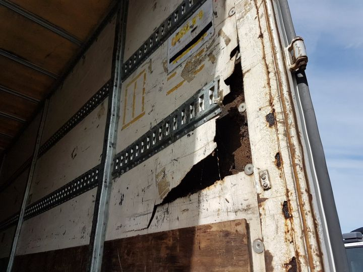 Trucks Renault Premium Box body + Lifting Tailboard 270dci.18D - Pour pièces BLANC - 10