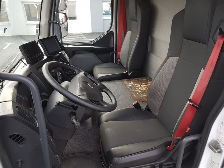 Trucks Renault D Box body + Lifting Tailboard 12.210dti euro 6 BLANC - 19