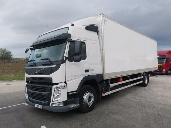 Trucks Volvo FM Box body FM 330 4x2 euro 6 BLANC - 1