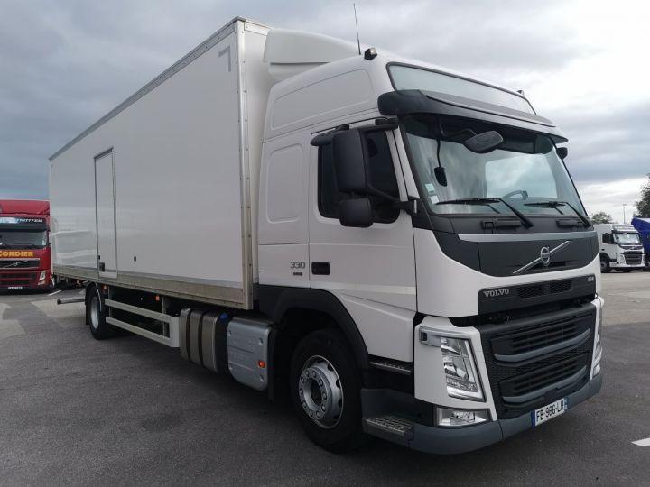 Trucks Volvo FM Box body FM 330 4x2 euro 6 BLANC - 2