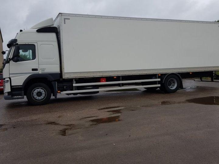 Trucks Volvo FM Box body FM 330 4x2 euro 6 BLANC - 4