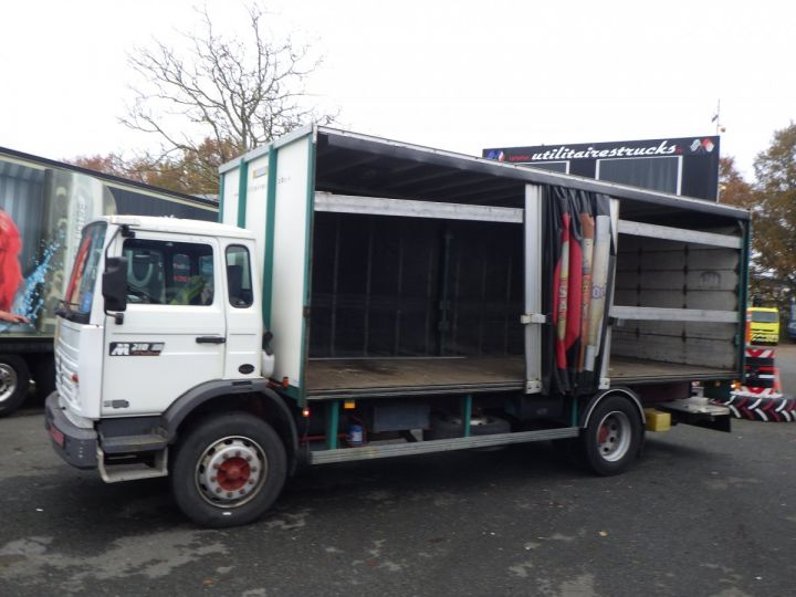 Trucks Renault Midliner Curtain side body M210  - 2