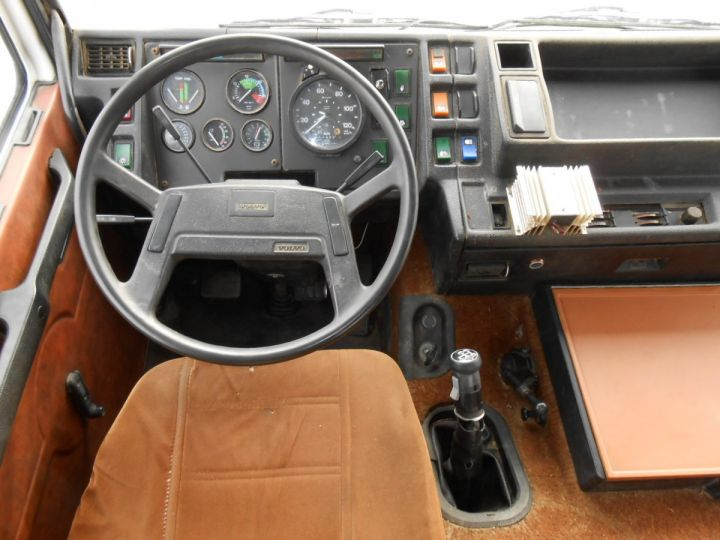 Trucks Volvo F Hookloader Ampliroll body 10 4x2 GUIMA 14 - A réparer BLANC - 16