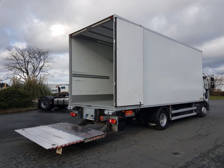 Trucks Renault D Insulated box body 12.210dti  spécial FLEURS BLANC - 3