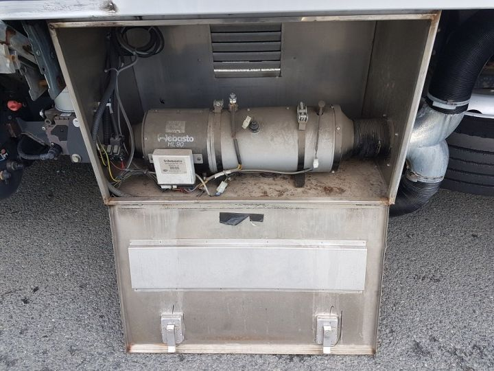 Trucks Renault D Insulated box body 12.210dti  spécial FLEURS BLANC - 9