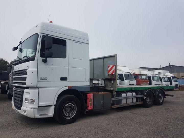 Trucks Daf XF105 Platform body 510 6x2/4 SPACECAB - Chassis 8 m. BLANC et VERT - 1