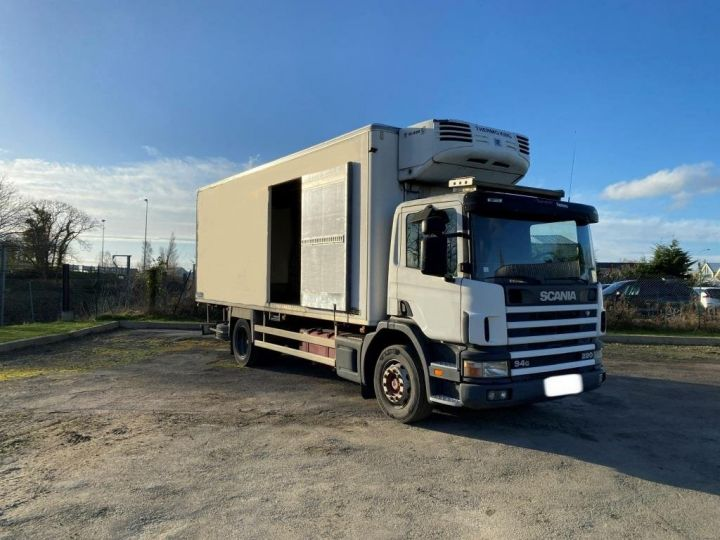 Trucks Scania G 94 G 220 FRIGORIFIQUE PENDERIE A VIANDE MANI-VIANDE BLANC - 3