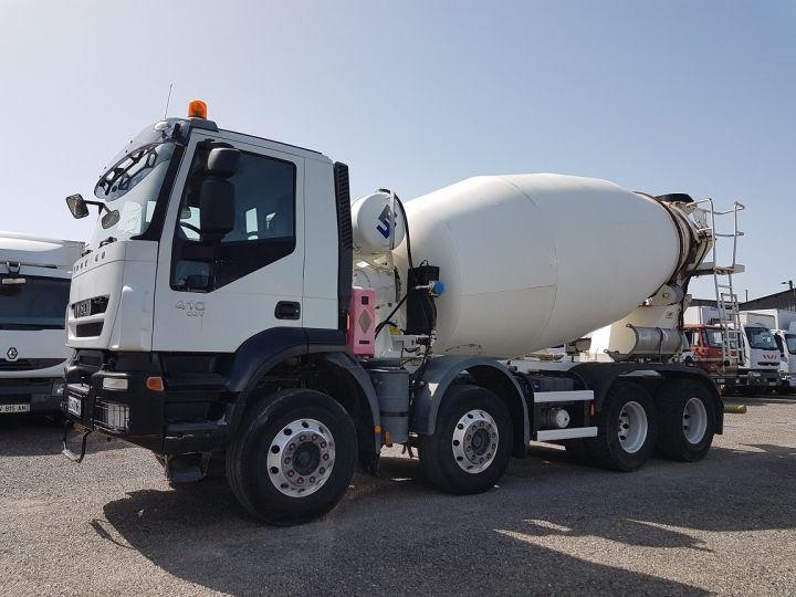 Trucks Iveco Trakker Truck mixer body 410 EEV 8x4 FRUMECAR 9m3 BLANC - 1