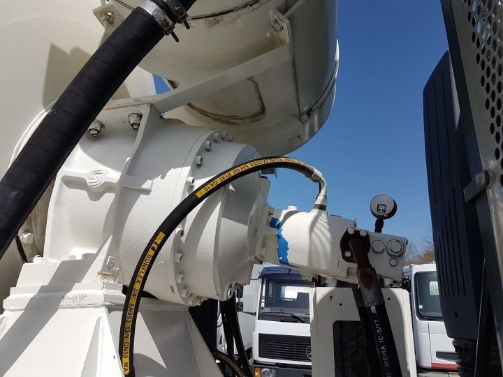 Trucks Iveco Trakker Truck mixer body 410 EEV 8x4 FRUMECAR 9m3 BLANC - 11