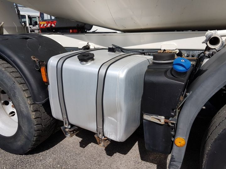 Trucks Iveco Trakker Truck mixer body 410 EEV 8x4 FRUMECAR 9m3 BLANC - 15