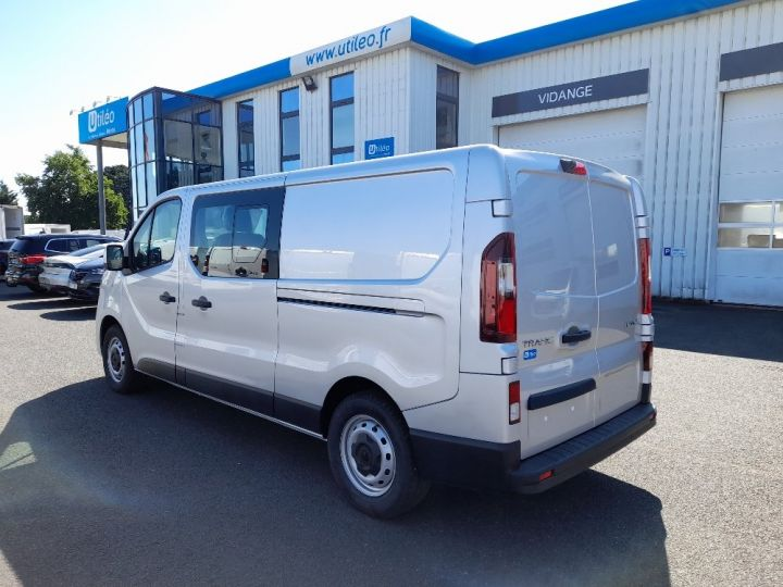 Utilitaire léger Renault Trafic Fourgon Double cabine L2H1 1200 2.0 DCI 145 CAB APPRO GRD CFT EDC6 GRIS CLAIR METAL - 4