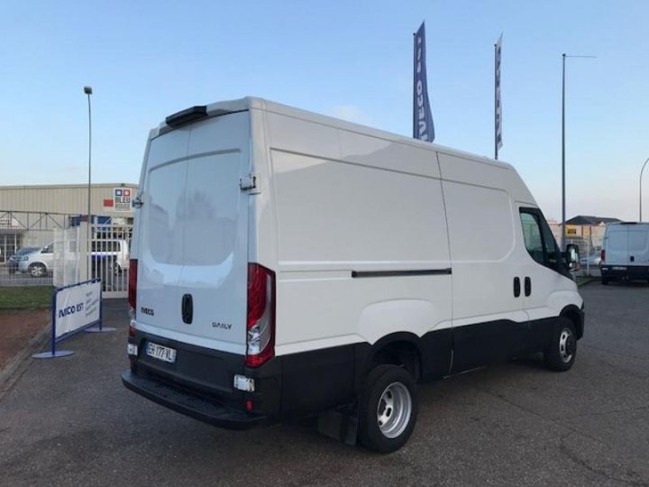 Utilitaire léger Iveco Daily 35C13V12 Blanc - 2