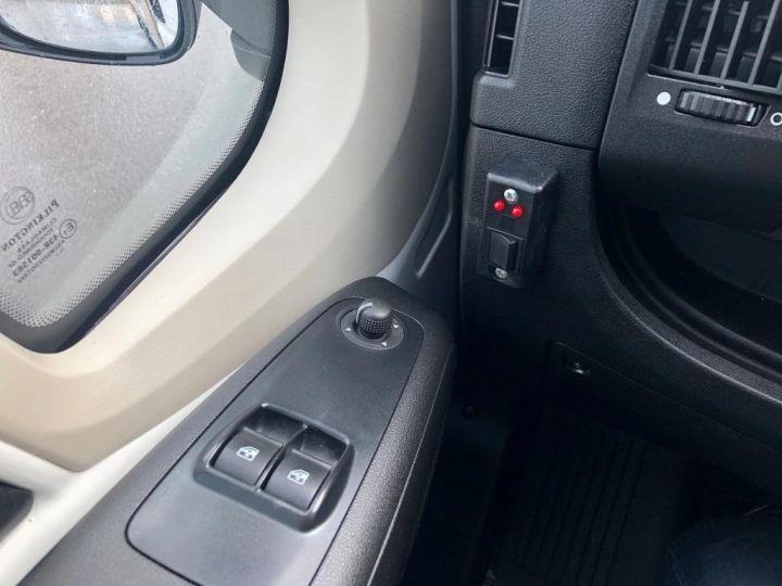 Utilitaire léger Peugeot Savoyarde BLANC - 18