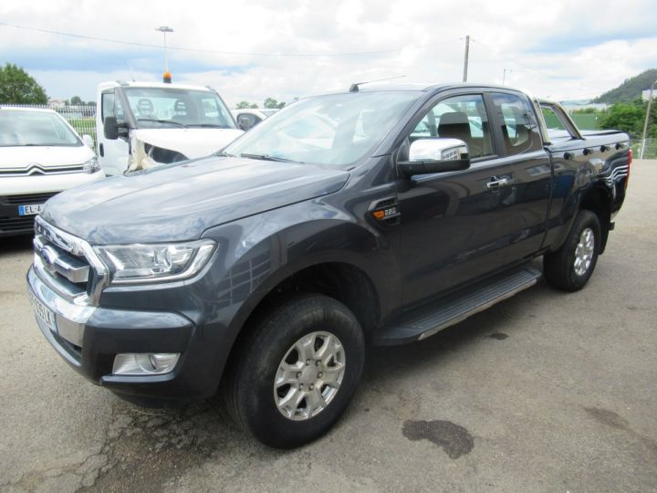 Vehiculo comercial Ford Ranger 4 x 4   2.2 TDCI 160 XLT SPORT  - 2