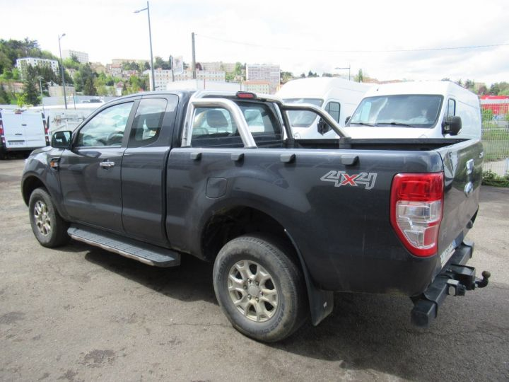 Vehiculo comercial Ford Ranger 4 x 4 SPACE CAB XLT SPORT TDCI 160  - 3