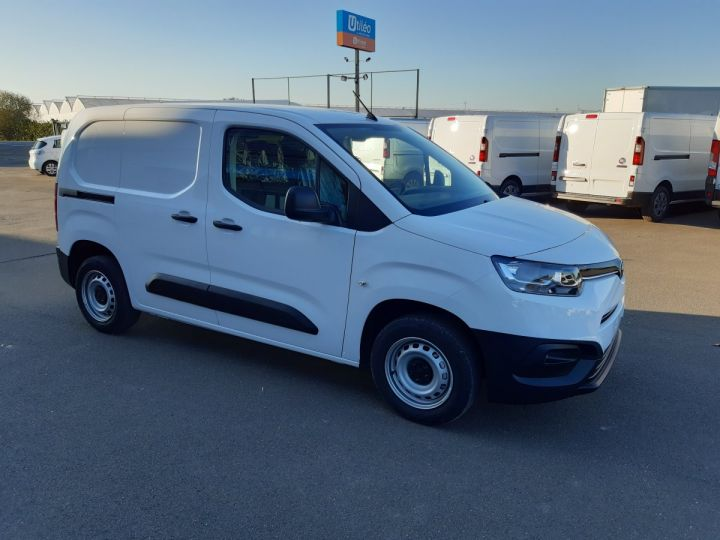 Vehiculo comercial Toyota ProAce Furgón MEDIUM 1.5D 100CV DYNAMIC BLANC - 2