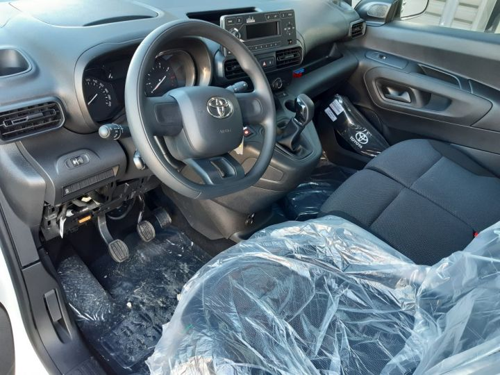 Vehiculo comercial Toyota ProAce Furgón MEDIUM 1.5D 100CV DYNAMIC BLANC - 9