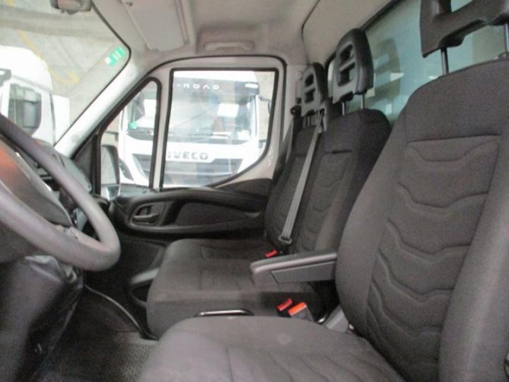 Vehiculo comercial Iveco Daily 35C15 Empattement 4100 Tor - 22 900 HT Blanc - 4