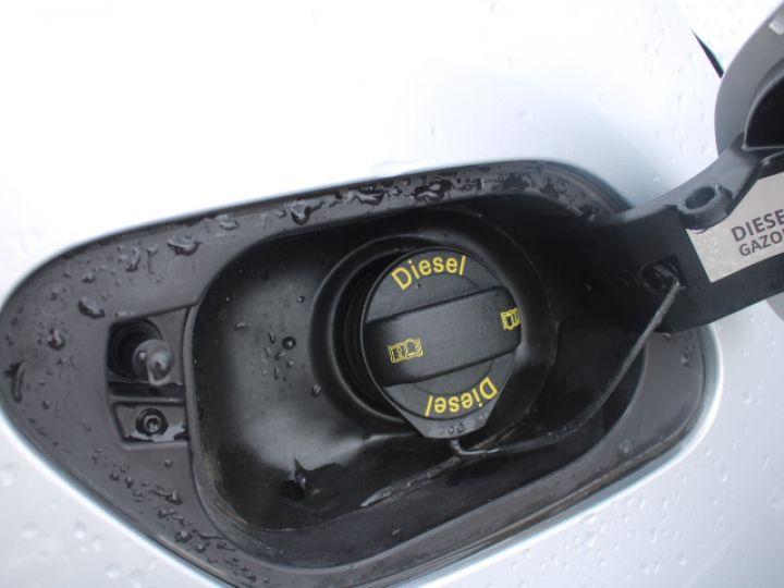Volkswagen Golf 2.0 TDI 150 BLUEMOTION TECHNOLOGY DSG6 Confortline Gris - 4