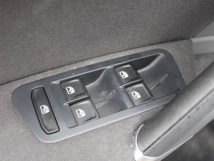 Volkswagen Golf 2.0 TDI 150 BLUEMOTION TECHNOLOGY DSG6 Confortline Gris - 12