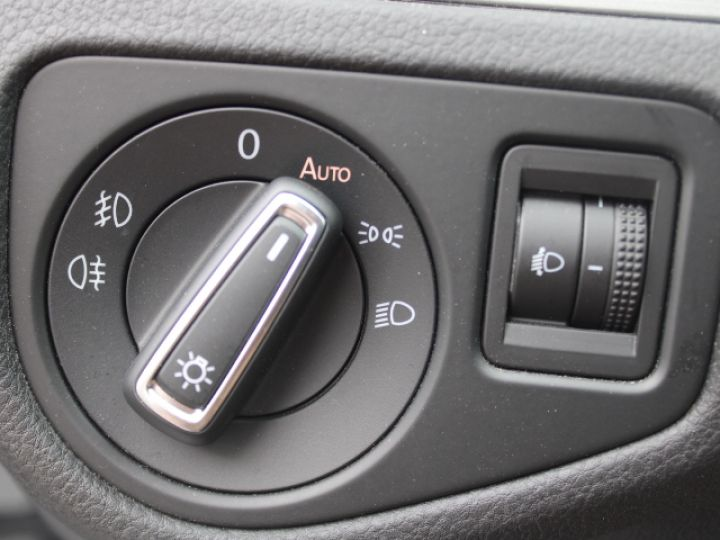 Volkswagen Golf 2.0 TDI 150 BLUEMOTION TECHNOLOGY DSG6 Confortline Gris - 16
