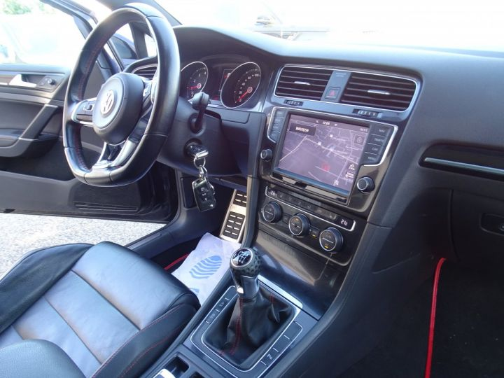 Volkswagen Golf 7 2.0 TSI 220 BLUEMOTION TECHNOLOGY GTI 3P/ FULL Options noir metallisé - 13