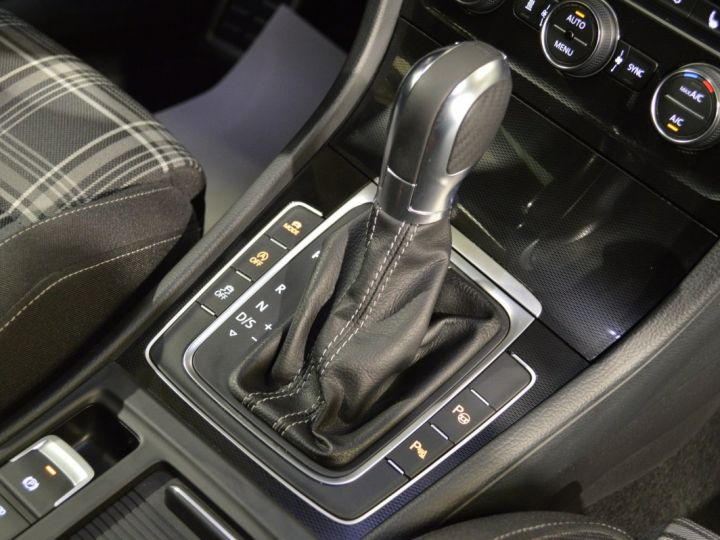 Volkswagen Golf 7 SW GTD 2.0 TDI 184ch DSG 1ERE MAIN GPS DISCOVER ACC 18 SMARTLINK XENON ENTR. VW TVA RECUP NOIR - 10