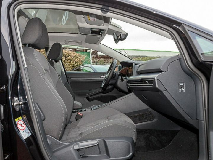 Volkswagen Golf 8 1.5TSI 150 DSG Style / Toit ouvrant/Alcantara/09/2020 noir métal - 5