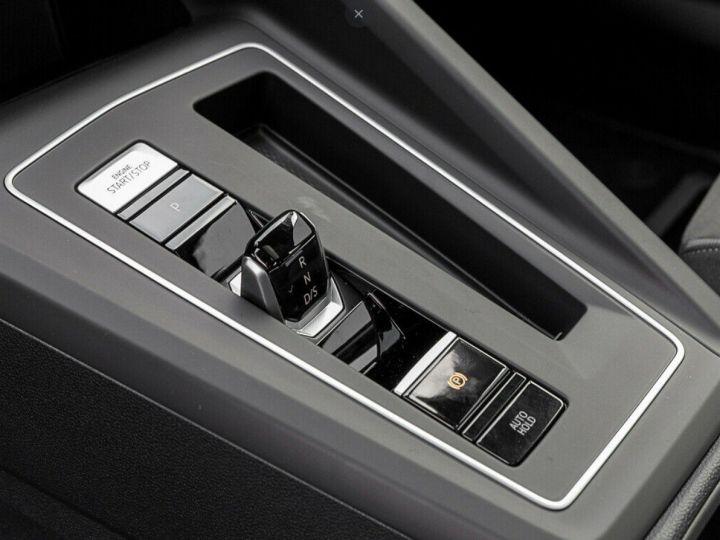 Volkswagen Golf 8 1.5TSI 150 DSG Style / Toit ouvrant/Alcantara/09/2020 noir métal - 9